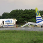 Avião é atingido por raio e se parte ao pousar na Colombia