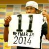 Neymar fica no Santos até a Copa de 2014