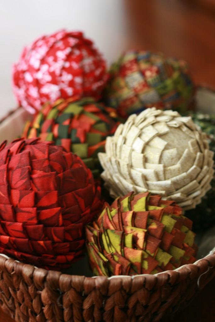 Pinhas de Natal feitas com retalhos de tecido