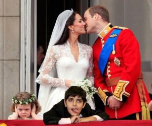 Daniel, de camarote, parece não esta curtindo o casamento real