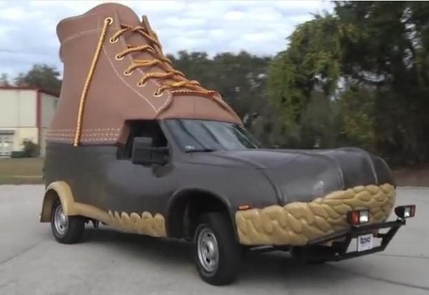 Carro L.L. Bean Bootmobile 01