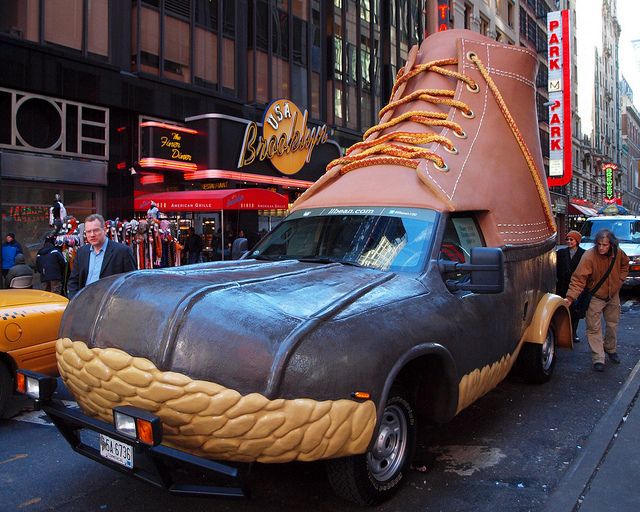 Carro L.L. Bean Bootmobile 03