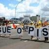 Professores protestam contra o não pagamento do piso