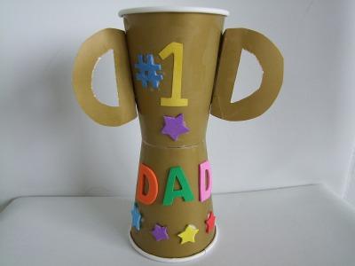 Lembrancinha troféu com copos