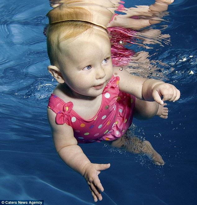 Bebês na piscina (6)